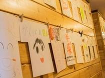 「本館」1F廊下 笑顔の展覧会