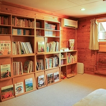*読書スペース/2階にあるこちらのスペースではご自由におくつろぎいただけます。