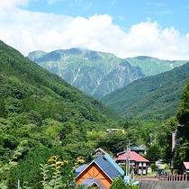 *景色/谷川岳と川。自然をたっぷり感じられる環境です。