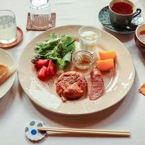 *朝食一例/ワンプレートの洋朝食。パンとドリンクもご用意いたします。