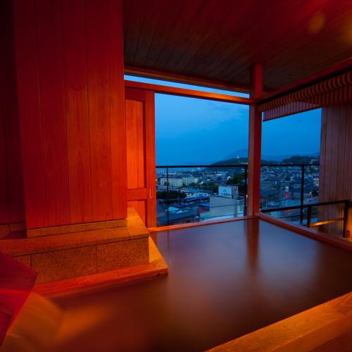 【部屋】客室専用温泉で優雅な時間をお過ごしください。