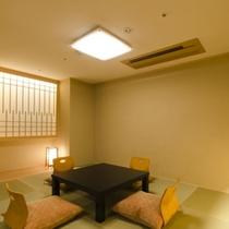 【部屋】デラックス和洋室の和室【和室6畳】です。