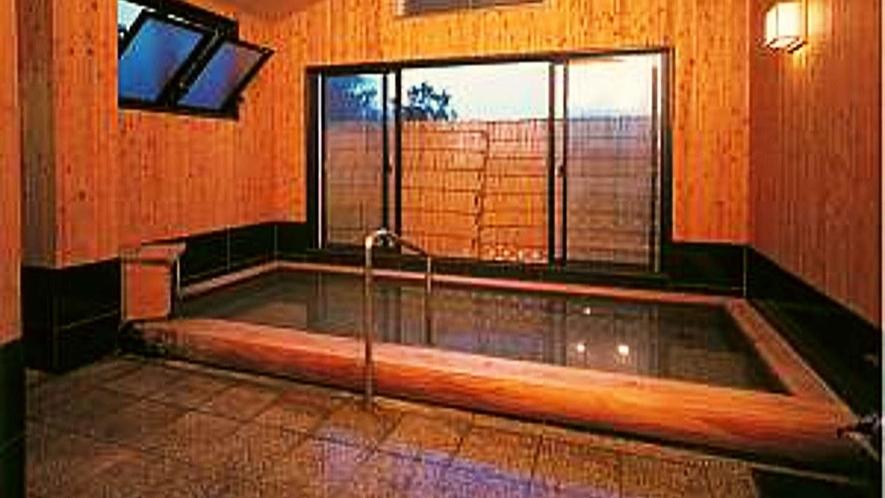 貸切風呂/スチームサウナと三畳ほどの和室があり、ゆったりとした時間と空間でお風呂を楽しんで頂けます