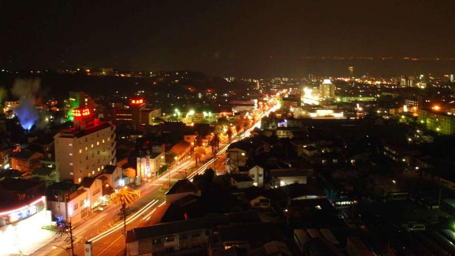 別府の空にたなびく湯けむりと市街地、特に夜景はおすすめです!