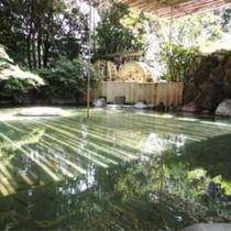 【温泉】二連水車大露天風呂/野趣にあふれていて、自然と一体になれる至福の時をお楽しみいただけます