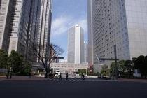 ホテルから徒歩数分          西新宿高層ビル街