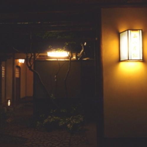 玄関(夜)