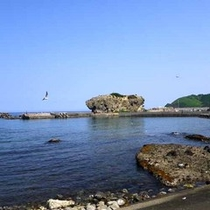 *【当館近くの海辺】さざ波をききながらお散歩はいかが?