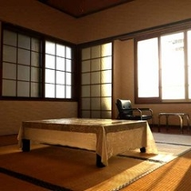 *【和室一例】明るい日差しが差し込む落ち着いたお部屋です。