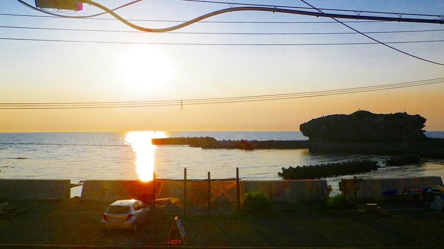 *【お部屋からみる夕陽】夕陽が海に沈む絶景を。