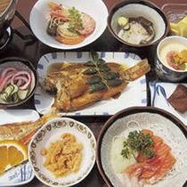 *【夕食】積丹のウニやイカなど、新鮮な魚介を使用した約11品の夕食(一例)
