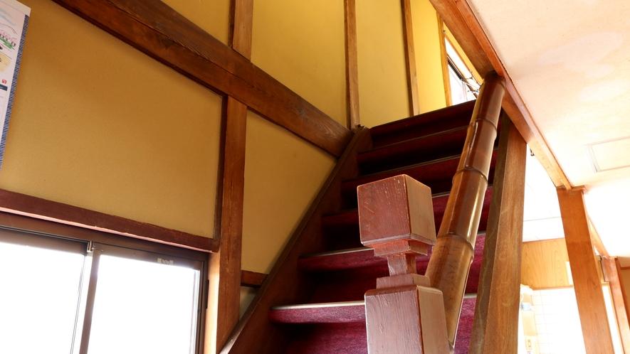 客室へ向かう階段は2ヵ所ございます