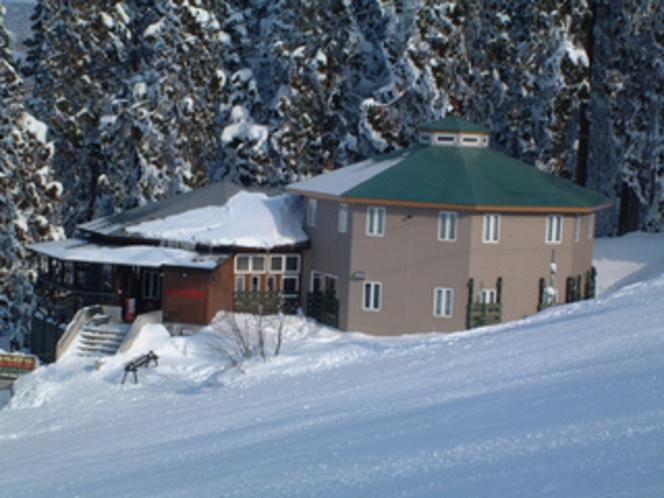 建物外観 冬01