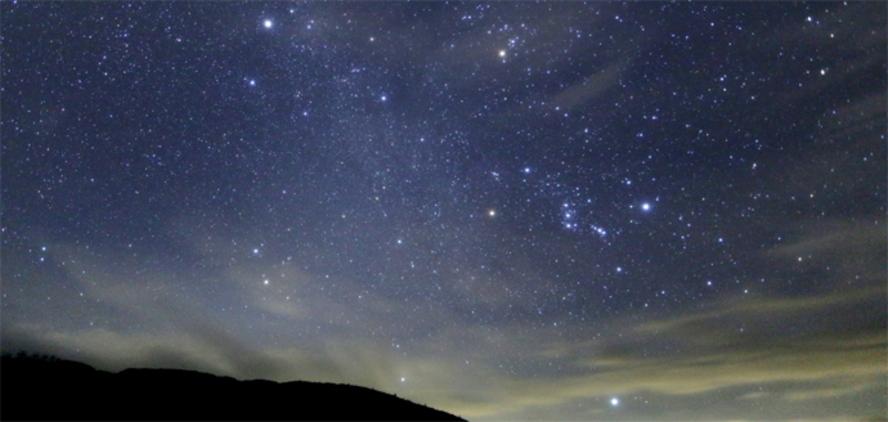 玄関から見られる天の川と7~9月の星座