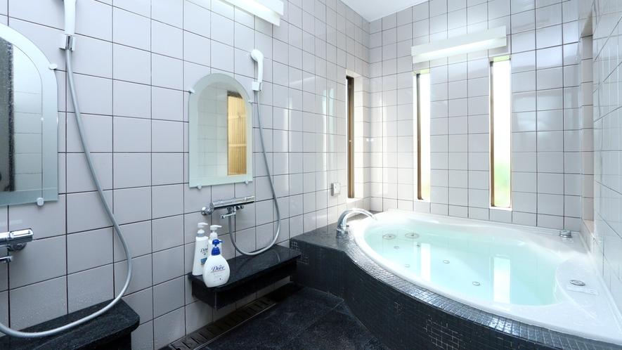 女性のお風呂はジェットバスを備えております。