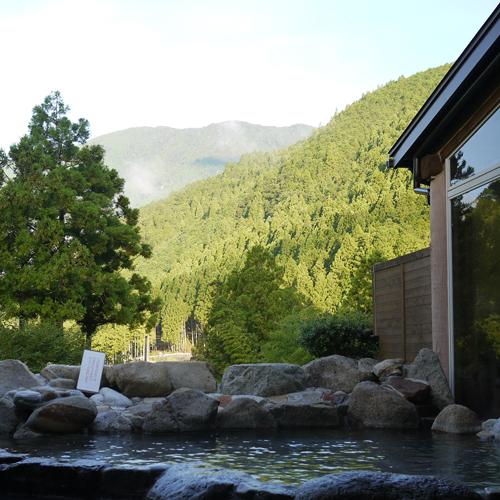 山間の露天風呂