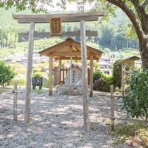【周辺】邪払(じゃばら)神社。