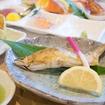 【夕食一例】あゆの塩焼きは欠かせません!