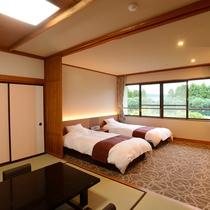 *【和洋室/4階_例】移りゆく四季を感じられる中庭を望むツインベッド+和室のお部屋