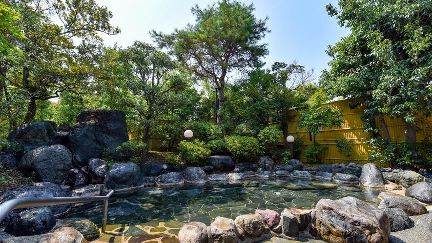 *【露天風呂】広々とした露天風呂で、源泉100%の新鮮なお湯をご堪能ください。