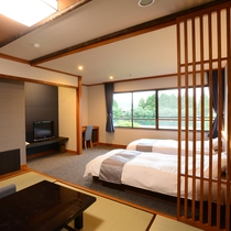 *【和洋室/3階_例】移りゆく四季を感じられる中庭を望むツインベッド+和室のお部屋