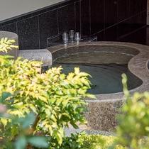 *【露天風呂付き特別室】新鮮なお湯に浸かって、ゆったりとお寛ぎください。