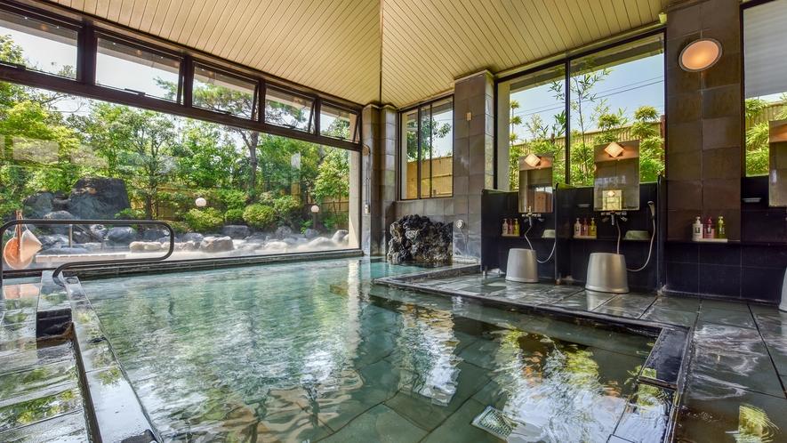 *【大浴場】庭園の木々を眺めながらゆっくり湯あみをお楽しみいただけます。