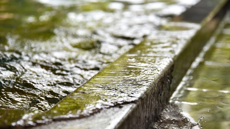 *【大浴場】源泉かけ流し100%の新鮮なお湯でお寛ぎください。