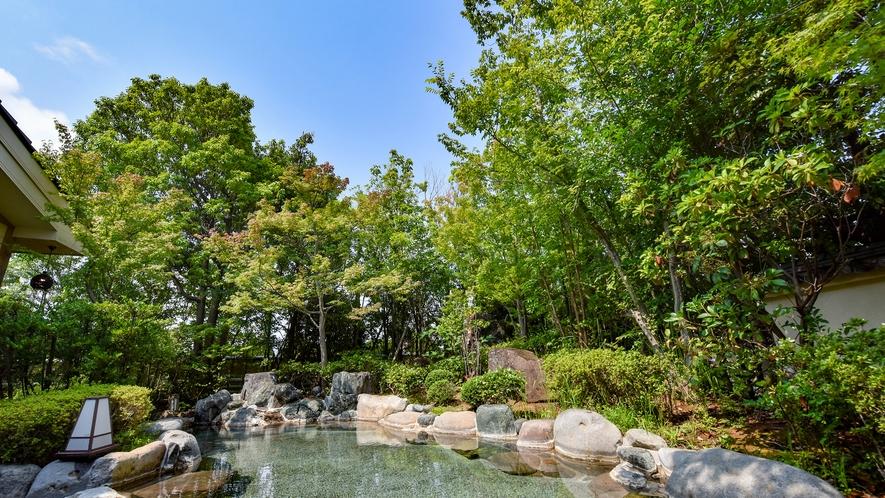 *【露天風呂】開放感ある露天風呂で、くつろぎのひと時をお過ごしください。