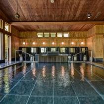 *【大浴場】当館の温泉は、源泉かけ流し100%。窓が大きい大浴場でごゆっくりお寛ぎください。