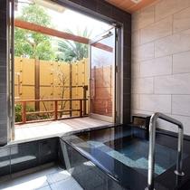 *客室風呂一例/半露天風呂では、源泉100%を掛け流しで楽しめます。