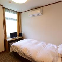 *客室一例/広々セミダブルベッドを採用したシングルルーム