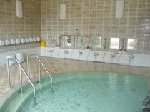 【洗場】洗い場に設置されたシャワー・カランも100%の純天然温泉を引いています。