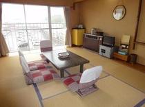 10畳間4-5人利用冷蔵庫・テレビ・エアコン・金庫電話・電気ポット・お茶セット・鏡台完備