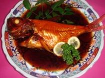 稲取の郷土料理として、昔から祝い事には欠かせない代表的な伝統料理の稲取金目鯛の姿煮
