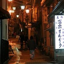 夜の渋温泉。雰囲気あります♪