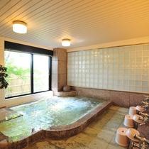男女別の大浴場は白馬姫川温泉「鐘鳴るの湯」