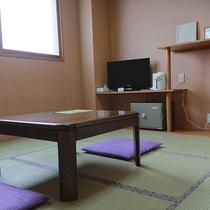 8畳の和室一例。和の落ち着いた雰囲気でお気兼ねなくご宿泊いただけます。