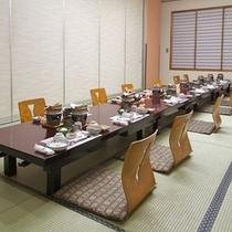 小宴会場での会食一例