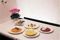 欧風家庭料理のフルコース。デザートも自家製