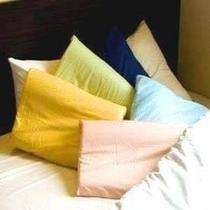 フロント前に8種類の枕を準備しております。先着順ですのでご注意ください。