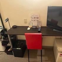 お部屋にはTV等が完備されております