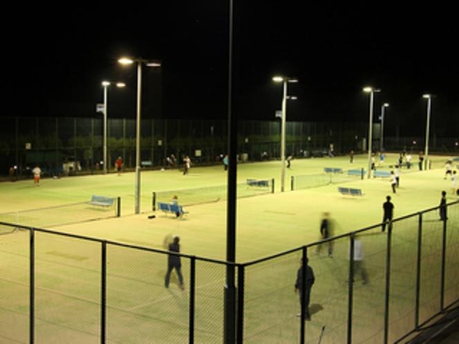 テニスコートナイトゲーム