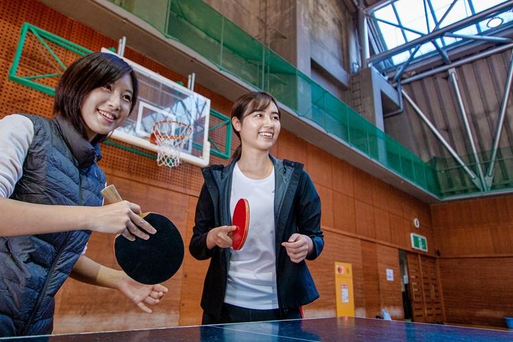 バレーボール2面の広さの体育館は、体育館スポーツ合宿の練習や企業研修のスポーツレクリエーション会場と