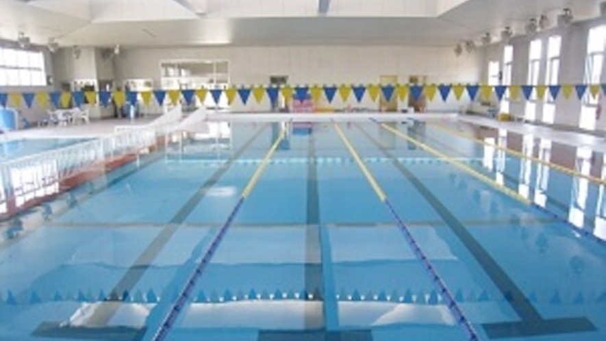 *25m屋内温水式。25m温水プールは、目的に合わせて快適にお使いいただけます。