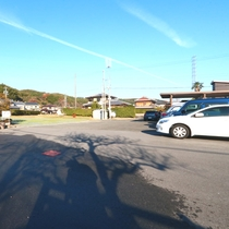 駐車場 無料でご利用できます 大型トラック・バスの駐車も可能です。