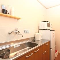 別館共用スペースは、冷蔵庫や電子レンジを備えております。