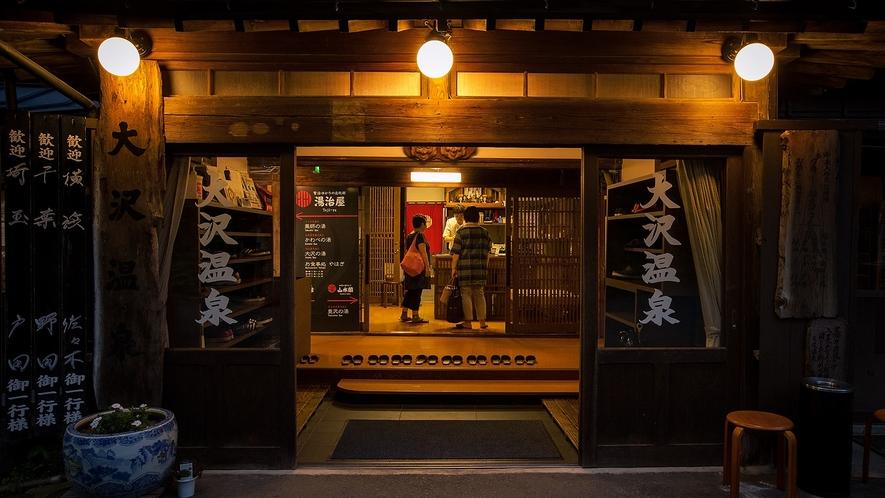 夕暮れ時の玄関