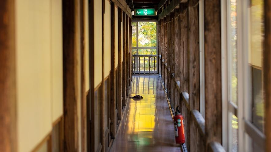 日中の廊下