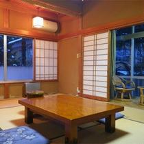 *和室一例/広さは8畳〜10畳、バストイレ共用、人数により宿指定のおまかせとなります。